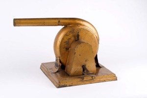 """secador de mão a corda """"B. Henry""""."""